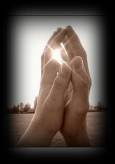 hmanos rezando-vert